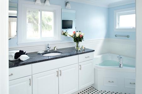 Maine Stay Inn - Soaking tub & sunk interior photograph.jpg