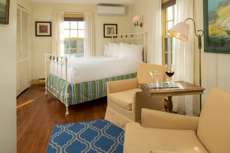 ... Pilgrim's Inn - Guest rooms - Room 8 - April 2018. ...