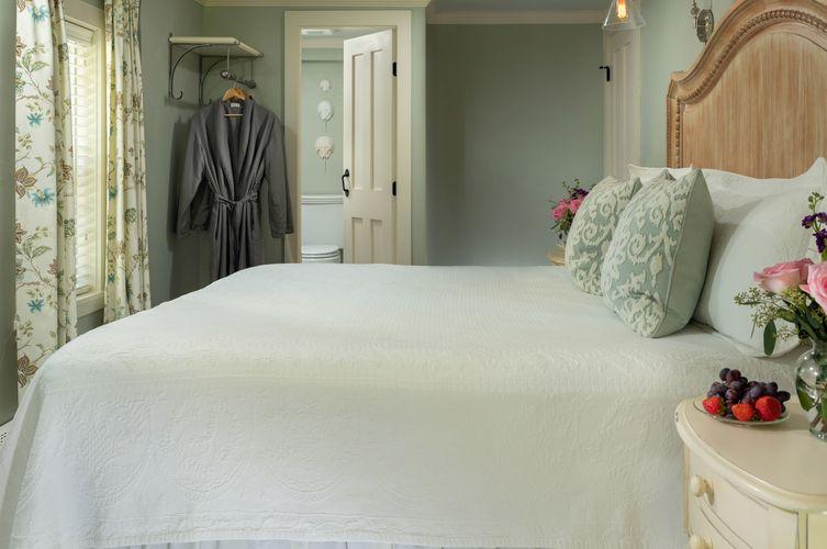 Guestroom---Chatham-Room-(3).jpg