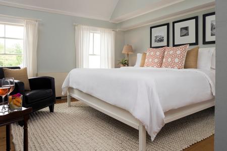 Guestrooms - Deluxe King Room (6).jpg