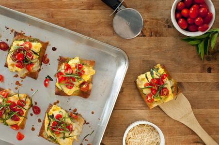 Food-Breakfast-Egg Pizza.jpg