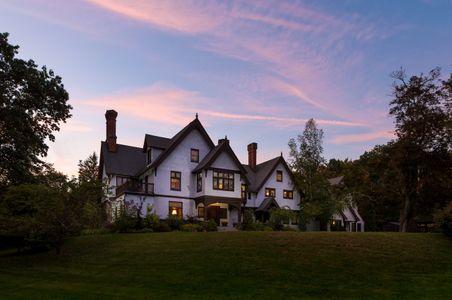 Manor-House-Inn---Exteriors---September-2017-copy.jpg