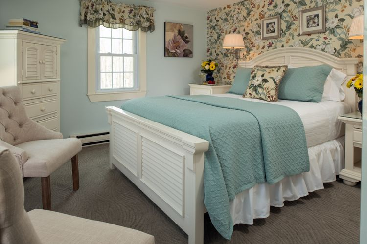 Old Harbor Inn - Guest rooms - Eastham - May 2018.jpg