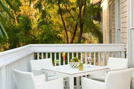 Key West Table & chairs with drinks.jpg