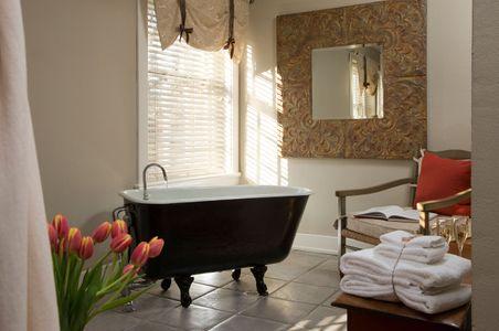 Virginia Inn bathroom photograph showing soaking tub.jpg