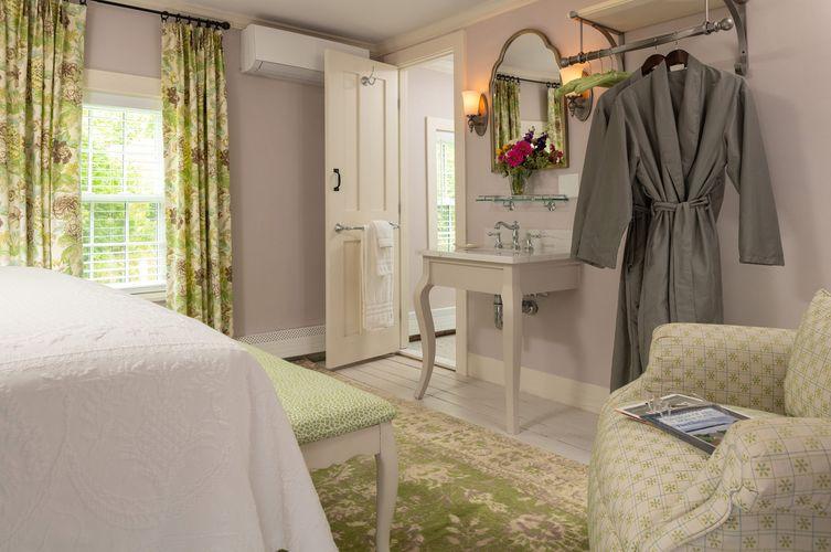 Guestroom---Brewster-Room-(3).jpg
