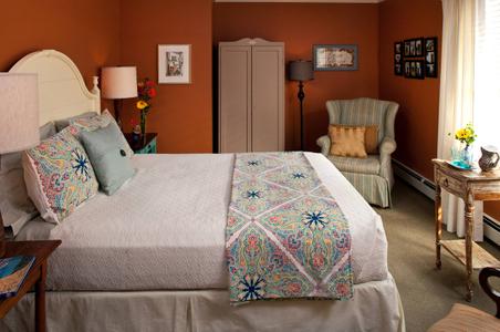 Journey Inn - New York State Inn guest room .jpg