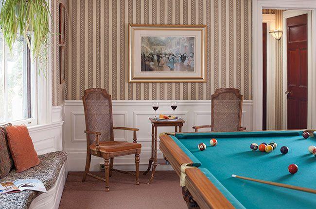 common-areas-billiards-room.jpg