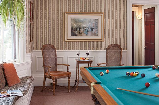 common-areas-billiards-room.jpg
