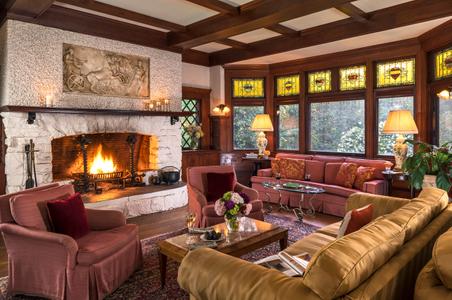 Manor-House-Inn---Common-areas---Living-room----September-2017-copy.jpg