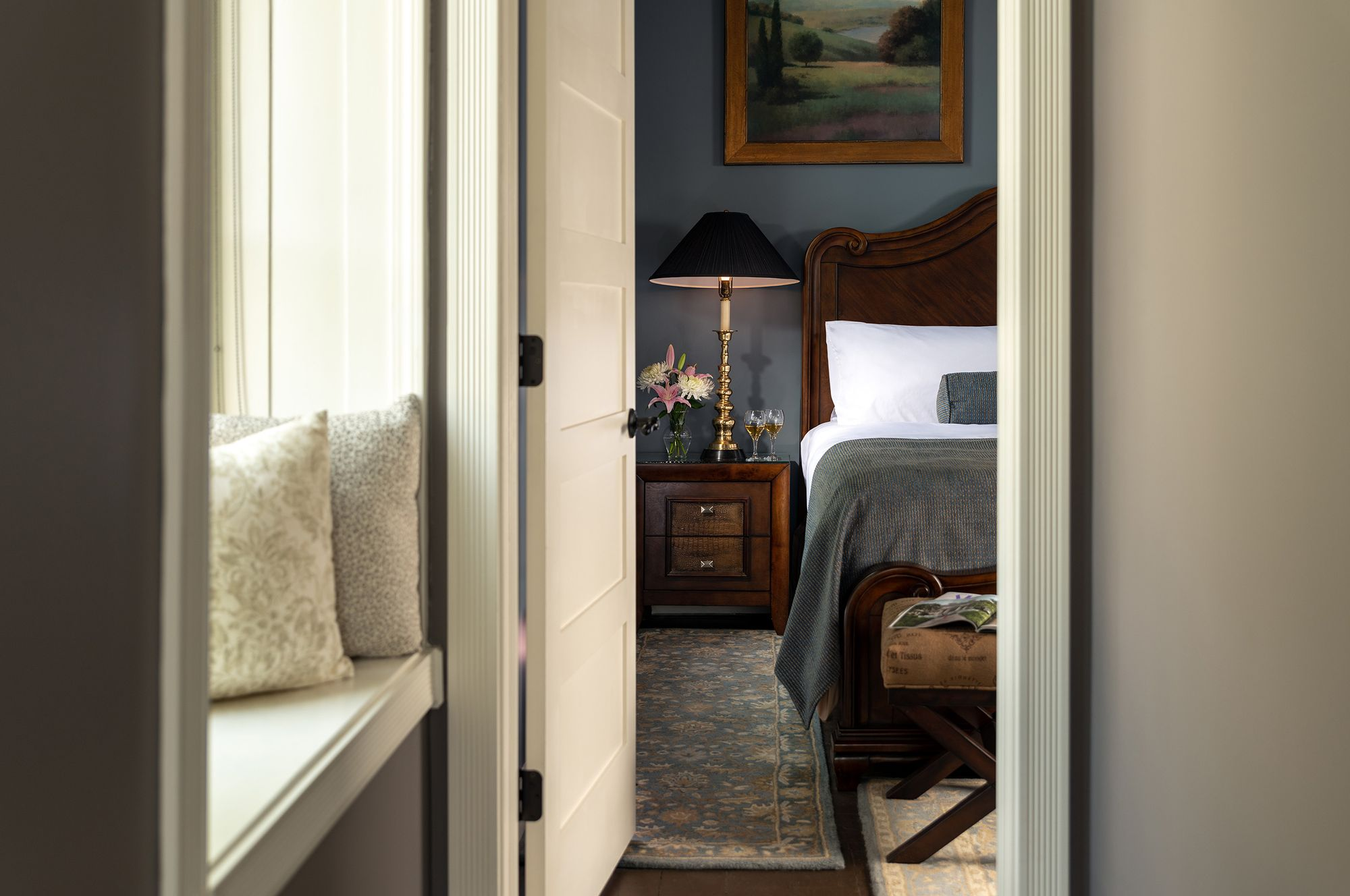 Guest-rooms---Suite-201.jpg