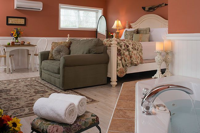 guestroom-country-cottage.jpg