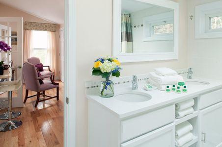 Maine Stay Inn Bathroom Vignette.jpg