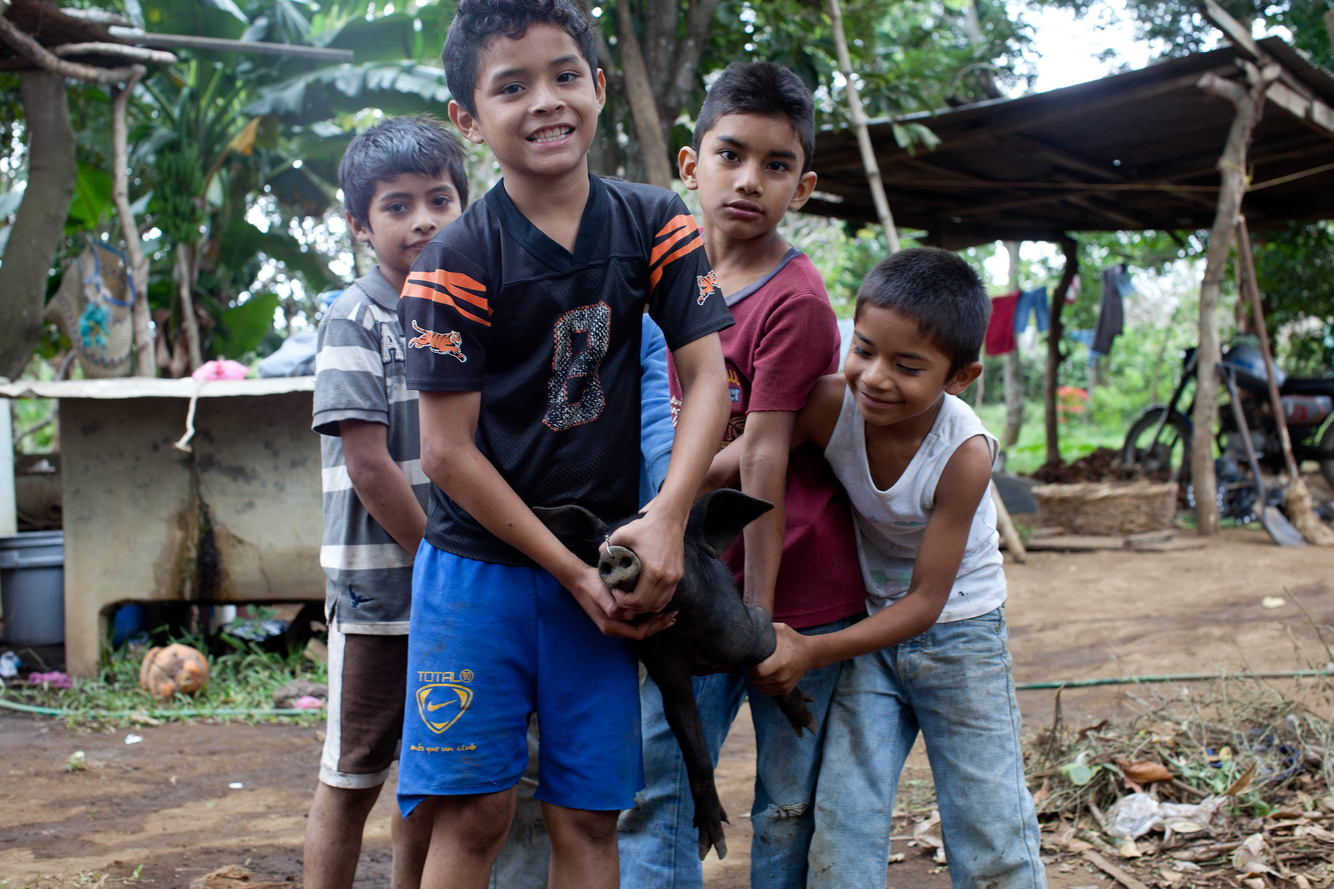 NicaraguaPigfarmers.jpg