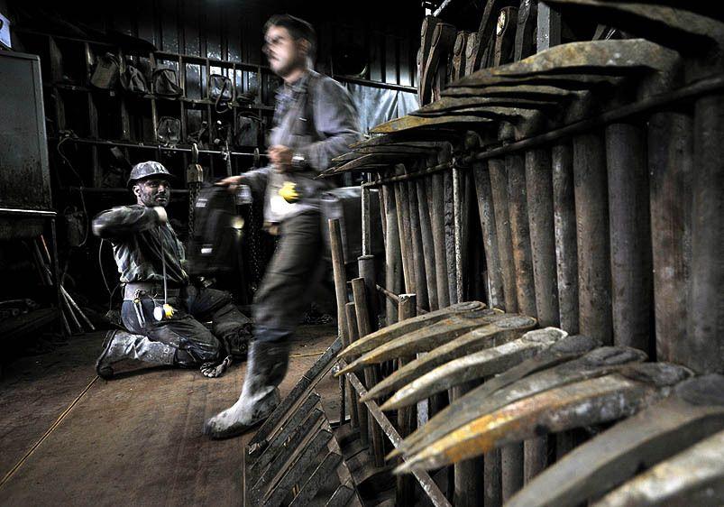 1Livebooks_10_1_Krupinski_coal_mine16_1.jpg