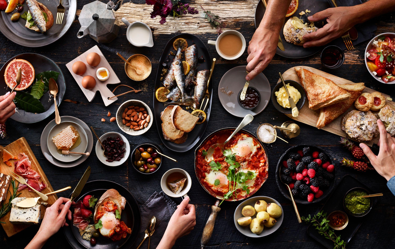 BreakfastTablescape_Hands_252_16.jpg