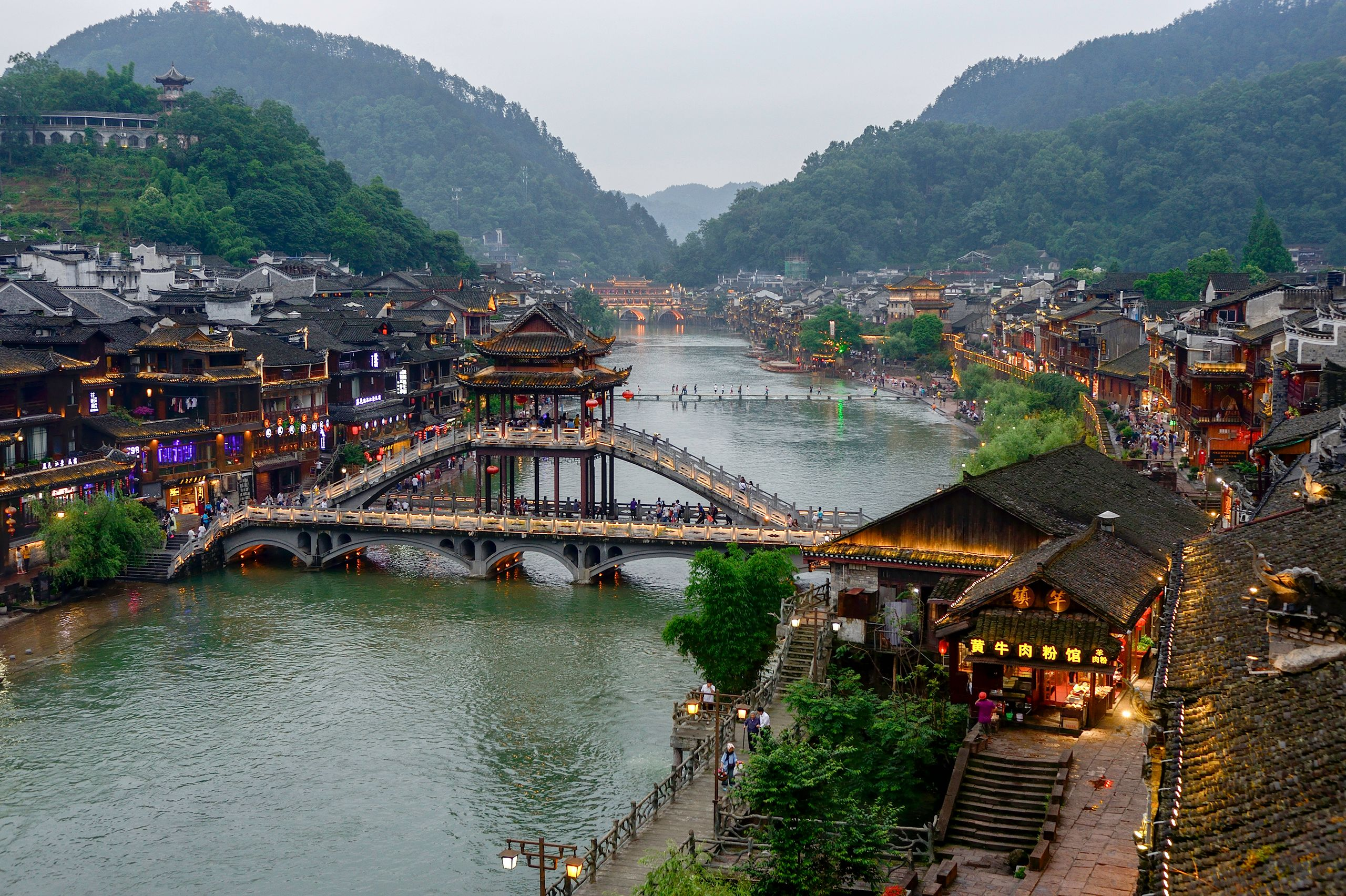 Footbridge over the Tuo Jiang River