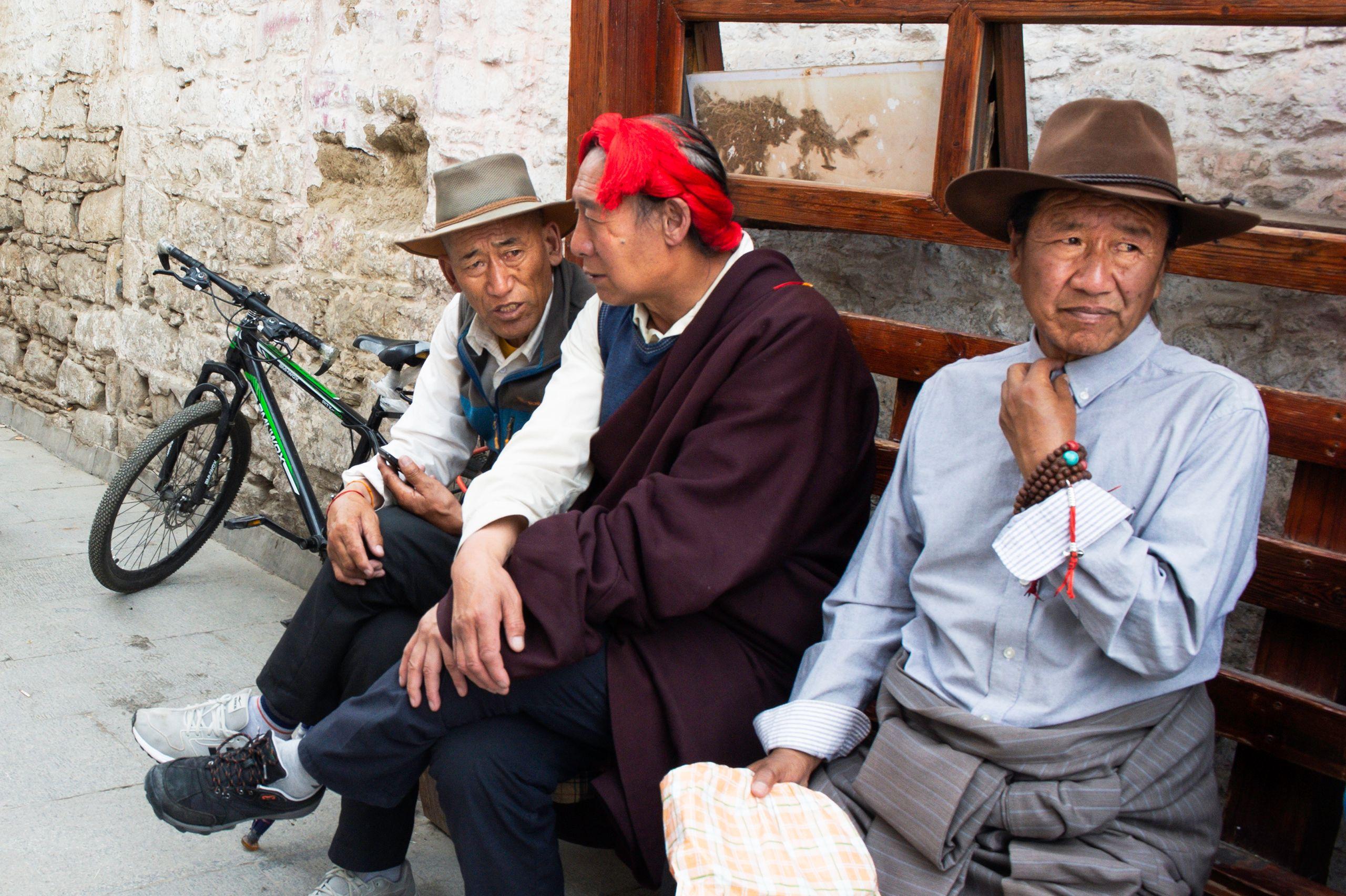 Men on Bakhor Street