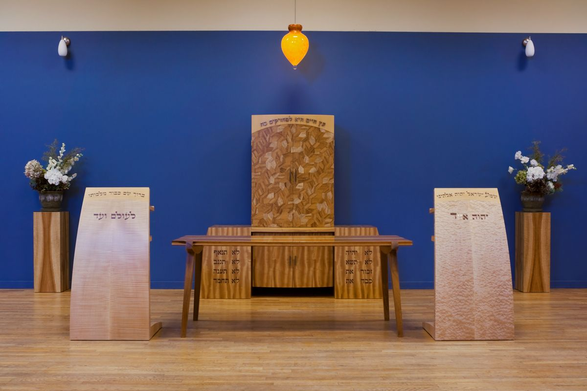 1aaron_levine_contemporary_modern_studio_furniture_maker_kol_shalom_ark_judaica_bima_synagogue_wood_parquetry_lecterns_detail6.jpg
