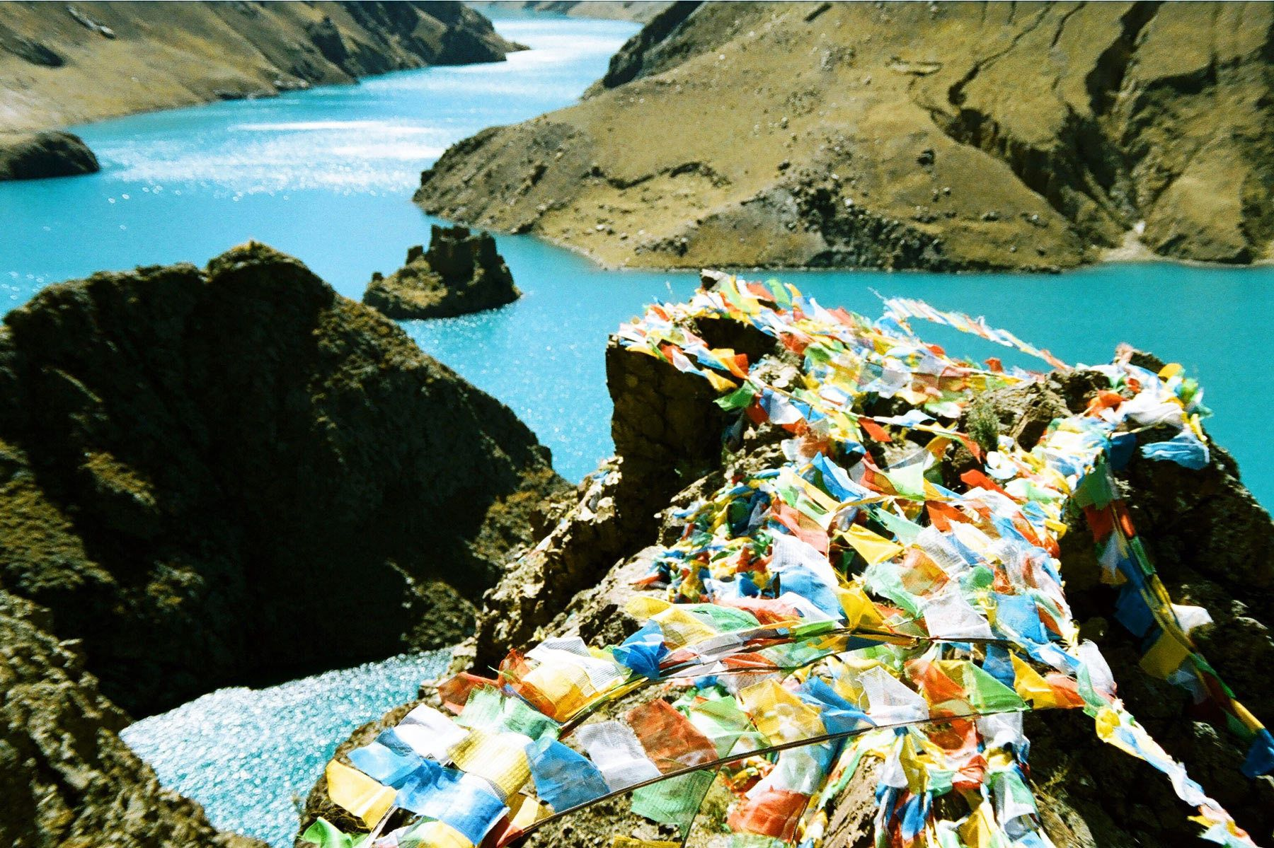 1prayer_flags_and_lake