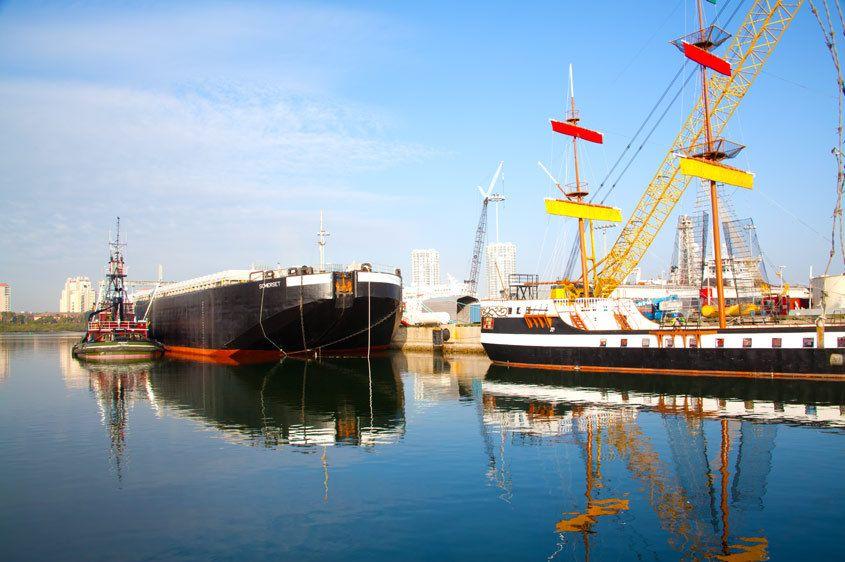 1Gasparilla_Ship_and_barge.jpg