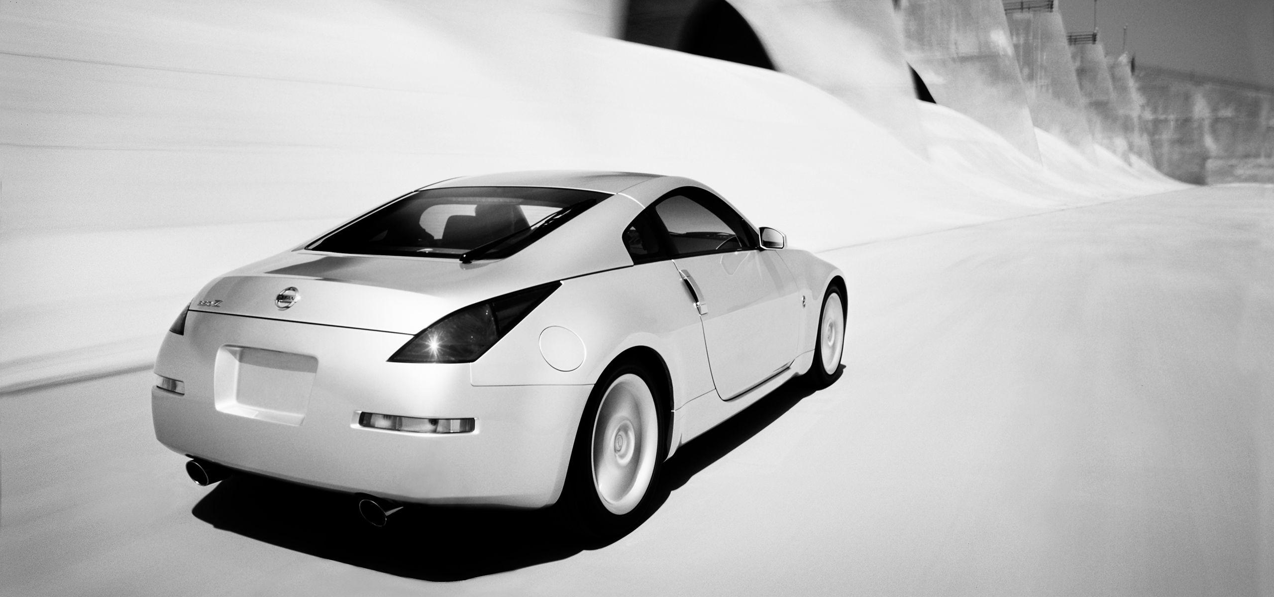 34-rear-motion.jpg