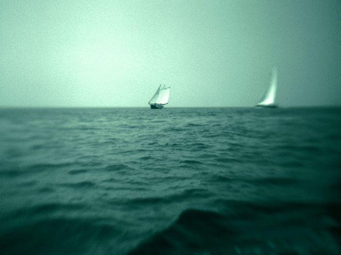 1b_w_sail_boat