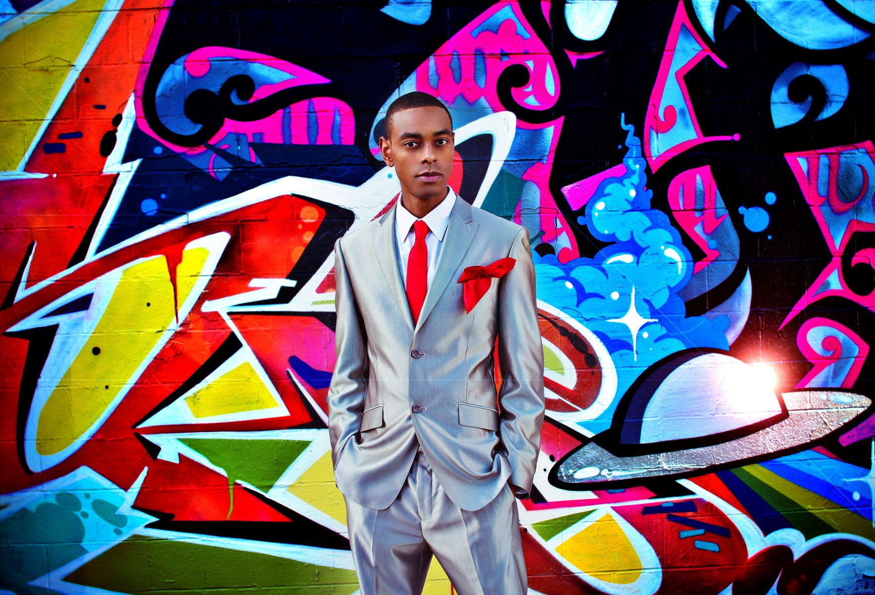 1teck_holmes__host__tv_personality__lanisha_cole_photography__fashion__suit_and_tie__graffiti_wall.jpg