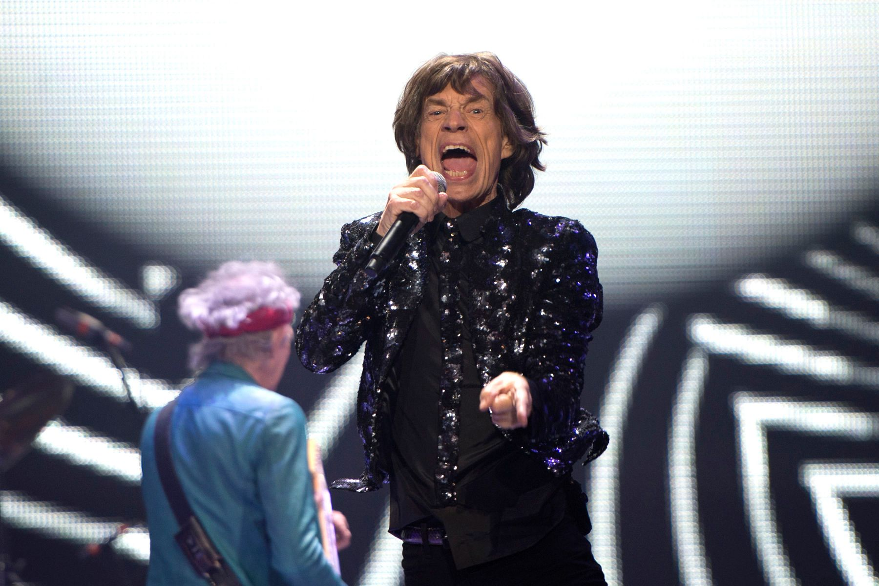 1r120812_rolling_stones_at_barclayspm228