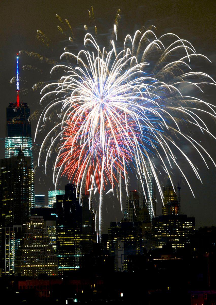 1070415_macy_s_july_4th_fireworkspm001
