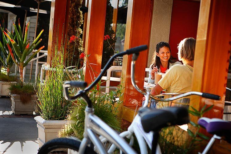 1lifestyle_couple_bike.jpg