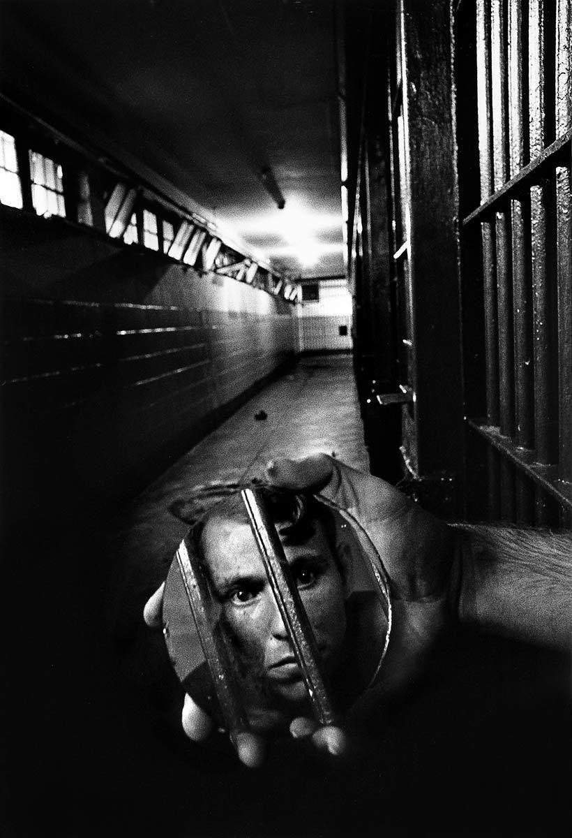 1prisoner_with_mirror_