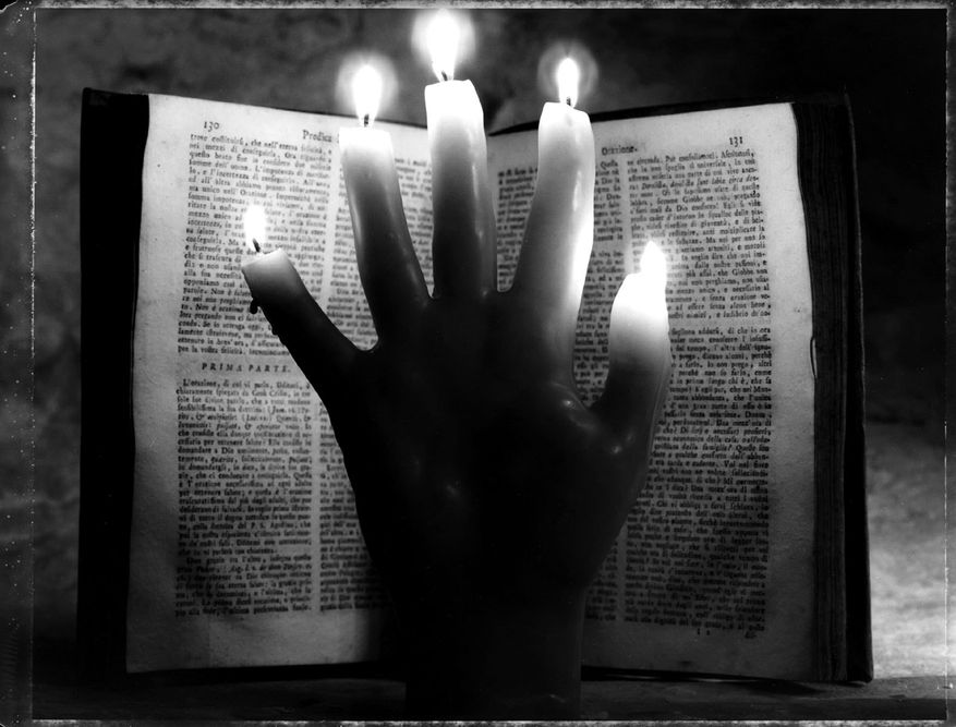 1hand_candle_book