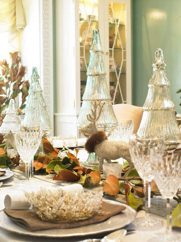 1christmas_table_setting_christmas_dining_holiday_decorations_silver_decorations_reindeer.jpg