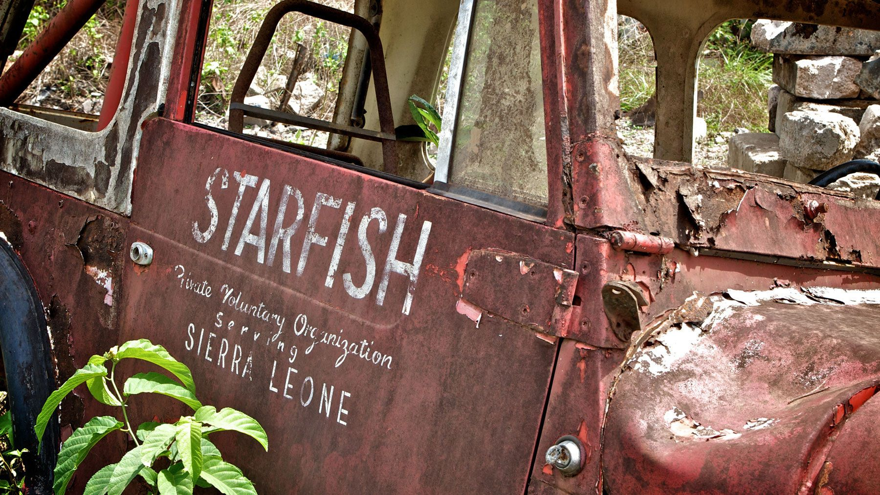1abandoned_jeep_sierra_leone_starfish_tour.jpg