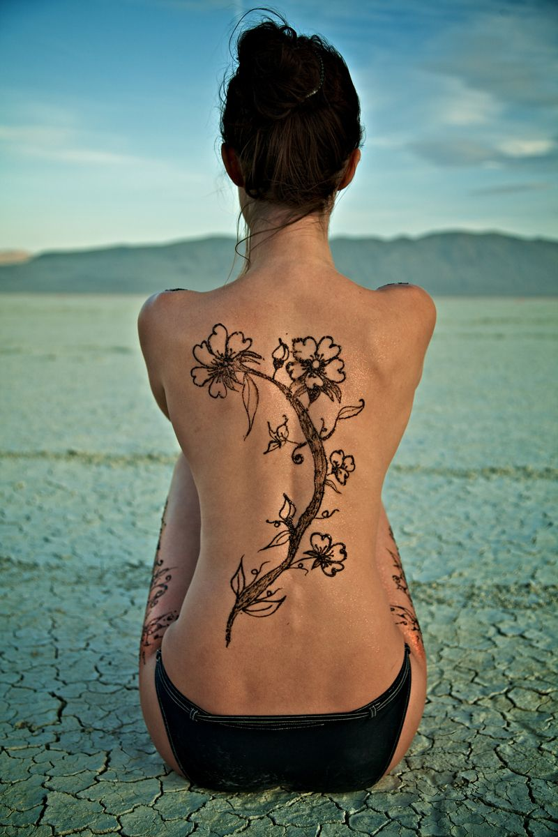 1henna_back_playa_burning_man.jpg