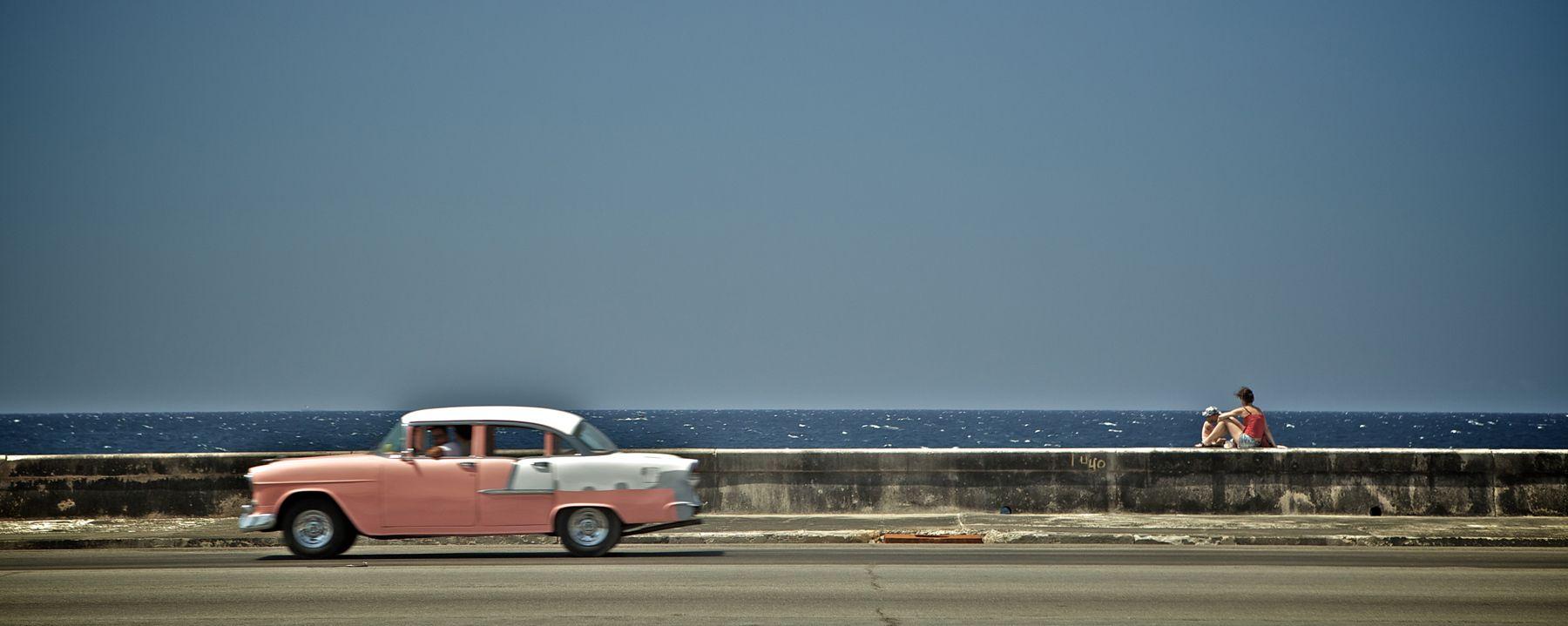 1pink_car__el_malecon__havana__cuba.jpg
