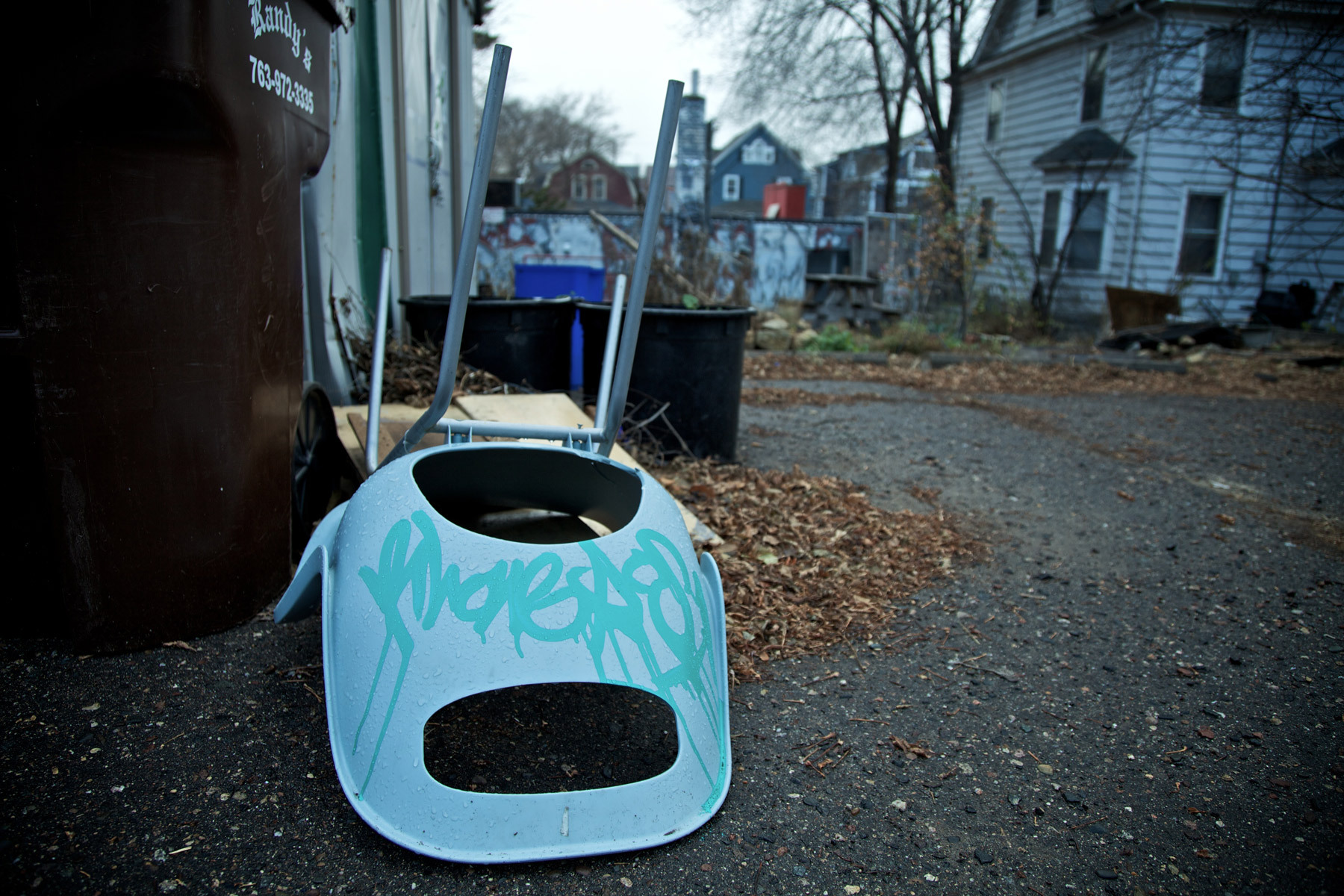 1minneapolis_alley_chair.jpg