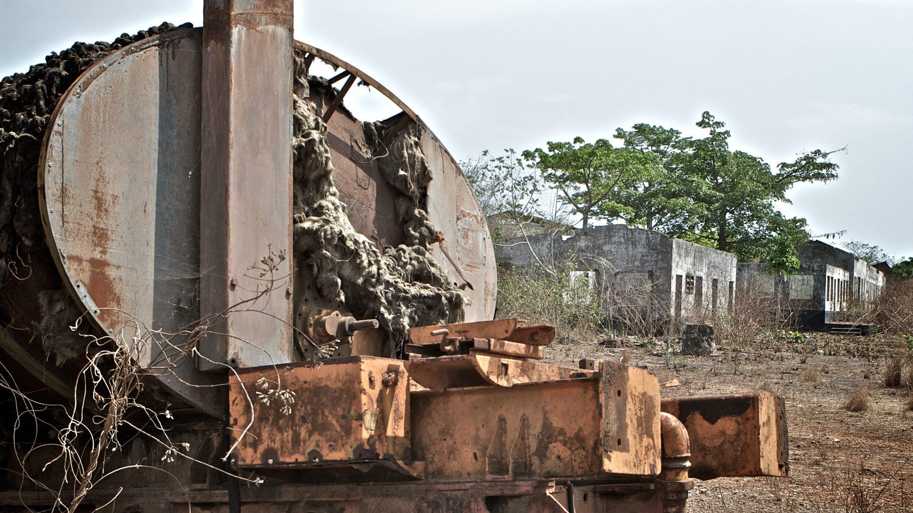 1burned_tanker_destroyed_houses_sierra_leone.jpg