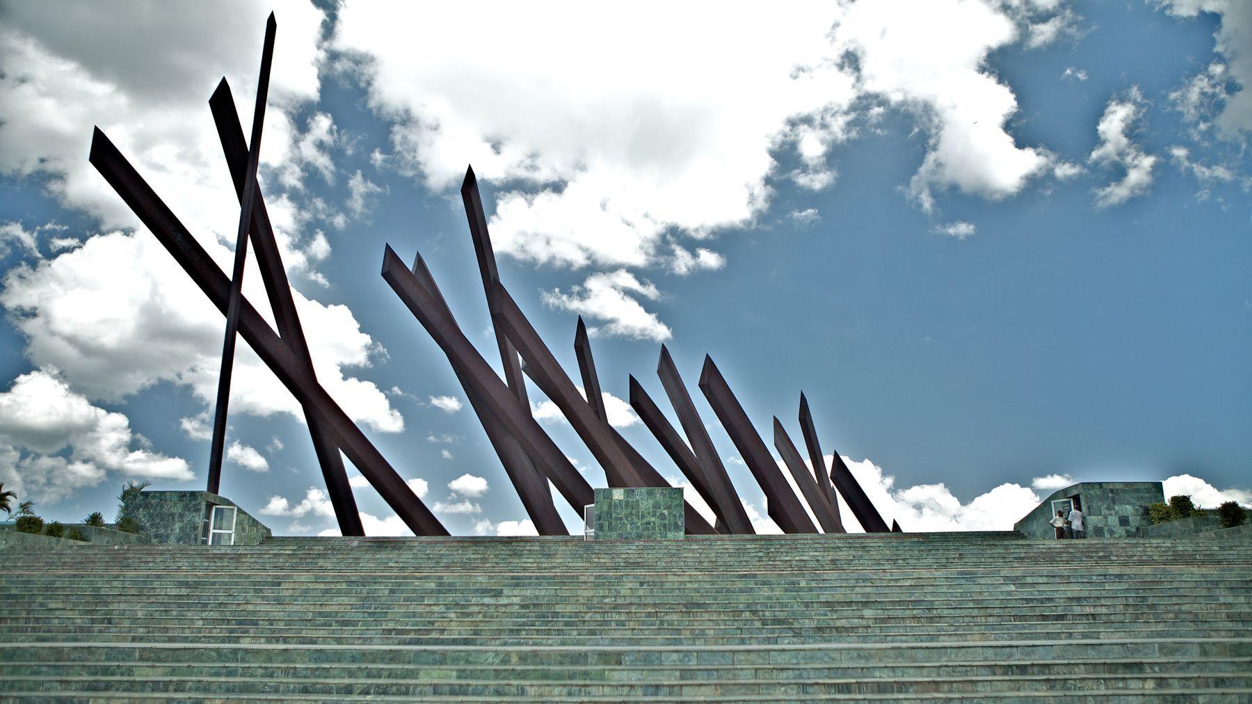 1general_antonio_maceo_monument_plaza_de_revolution_santiago_cuba.jpg