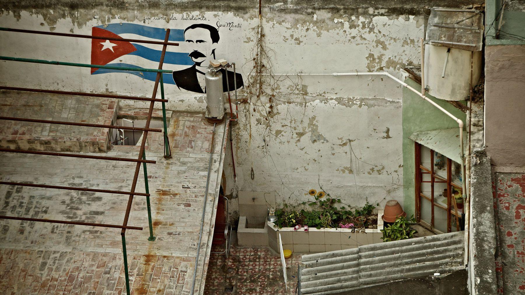1jose_marti_mural_street_art_la_habana_vieja_old_havana_cuba.jpg