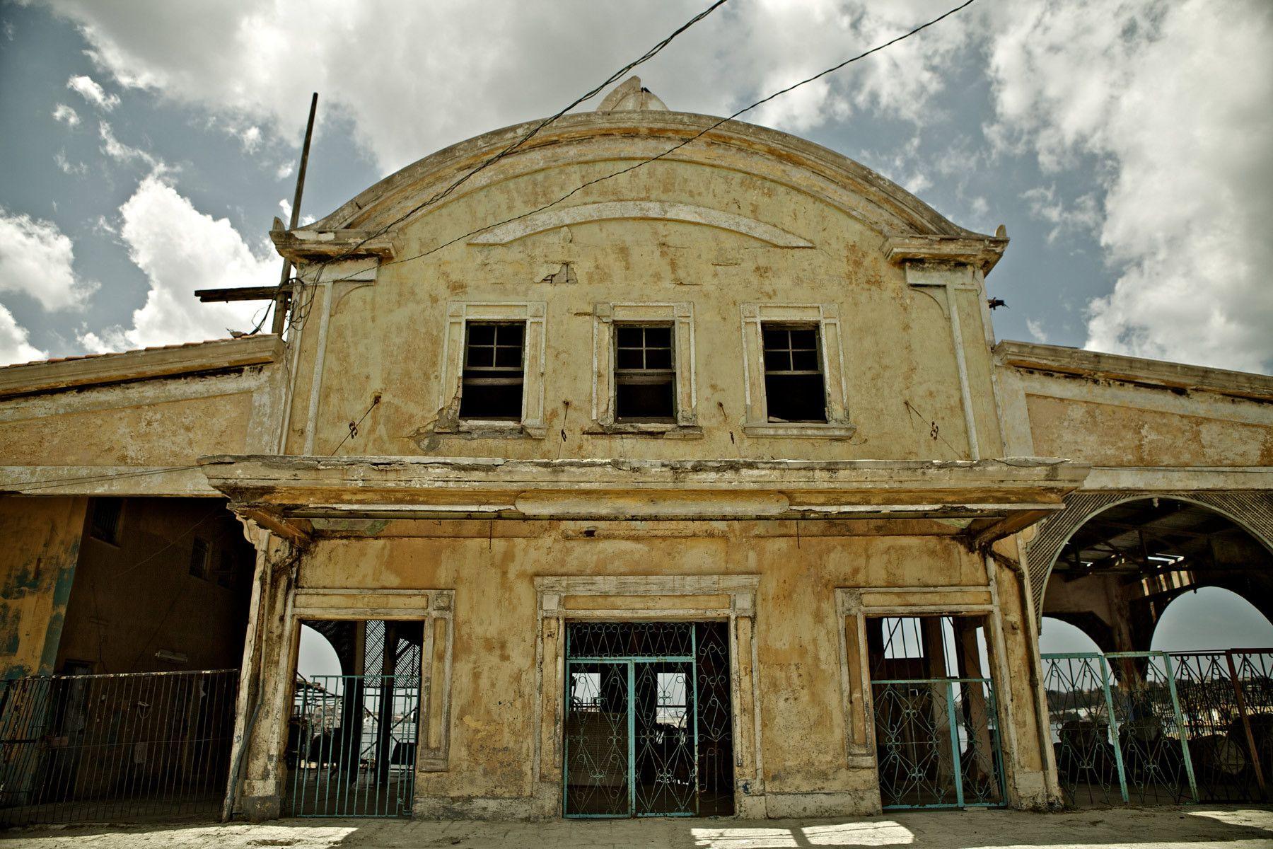 1abadoned_port_building_regla_cuba_bahia_de_la_habana.jpg
