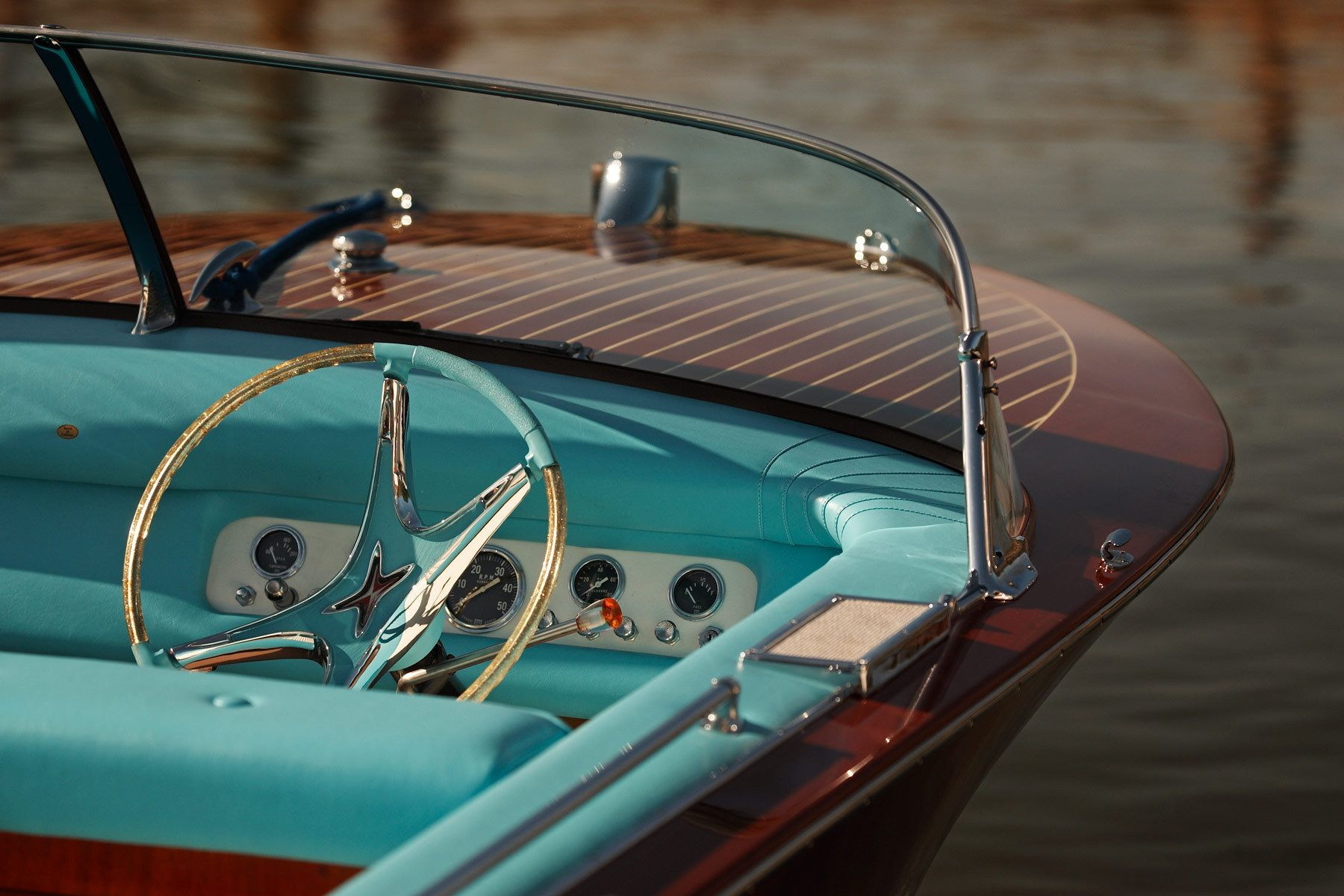 1wood_boats_cockpit_125