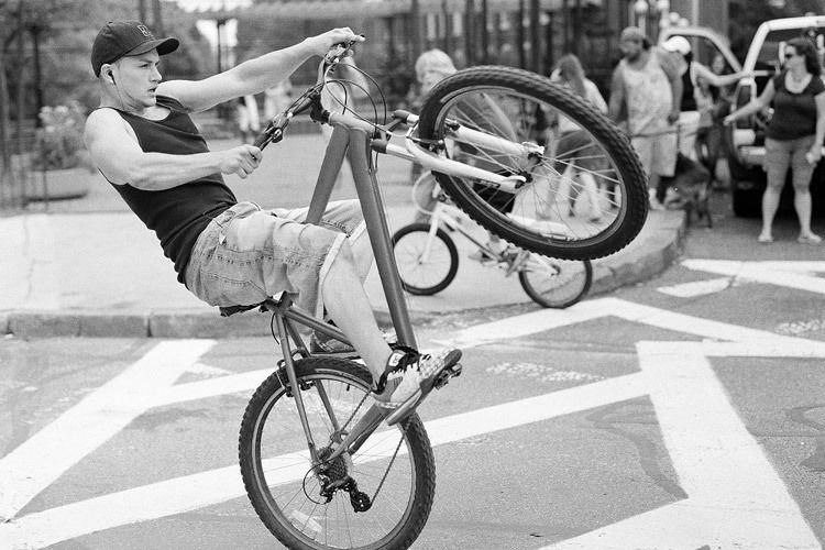 1PittsParade_BikeTrickcrop_Street_Cosel