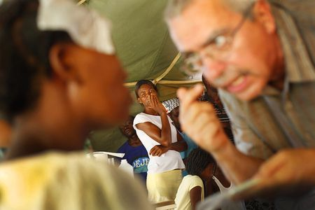 High tension during medical outreach after the devistating earthquake in Haiti / OnCall 'Medicine with a Mission' outreach