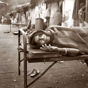 Woman on roadside dying of AIDS / Mumbai, India
