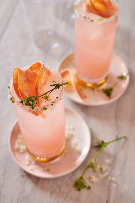 Pink grapefruit spritzer