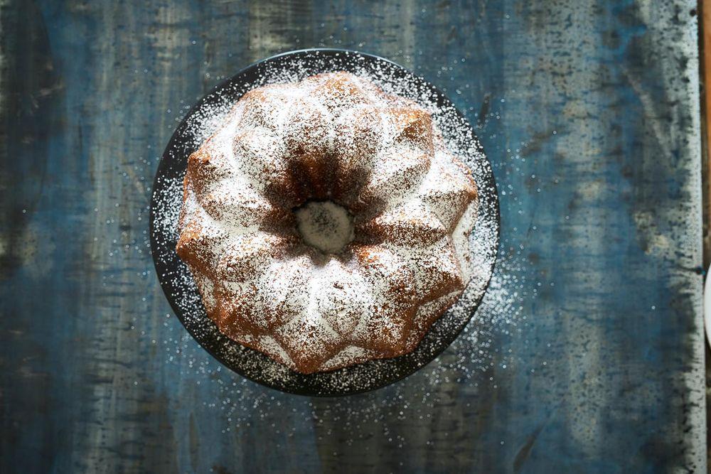 Persimmon-Bundt-Cake-powdered sugar-food-stylist-san-francisco.jpg