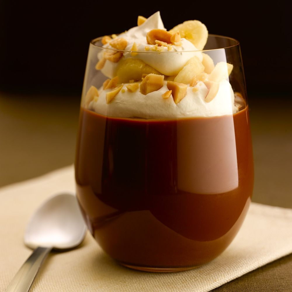 Milk chocolate pudding with bananas