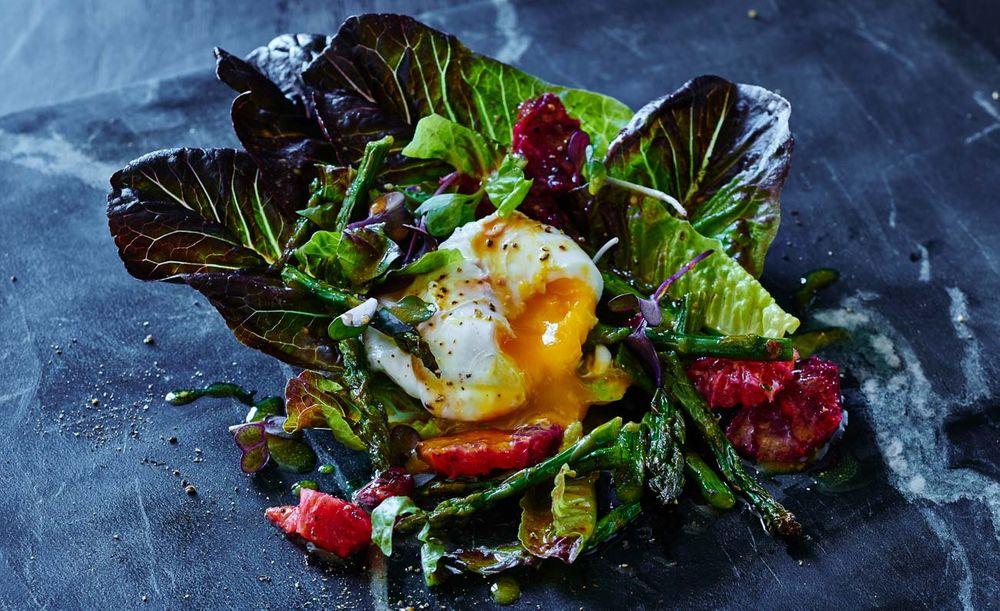 Poached egg, asparagus and blood orange salad